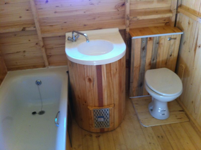Home garden wendy house with bath fixtures
