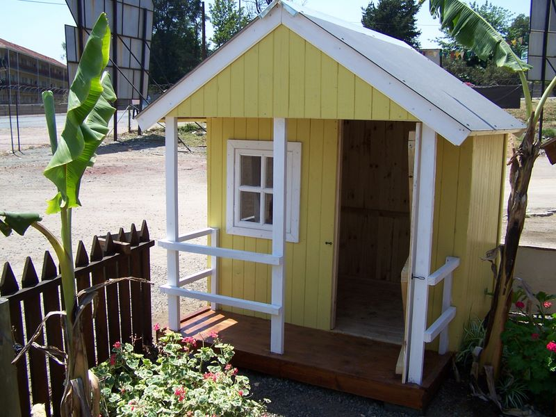 Home building wendy house